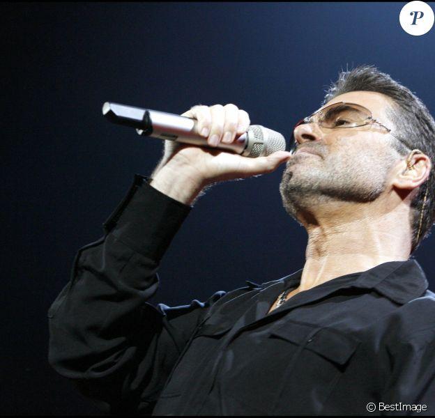 Le chanteur George Michael à Bercy, Paris, le 9 octobre 2006