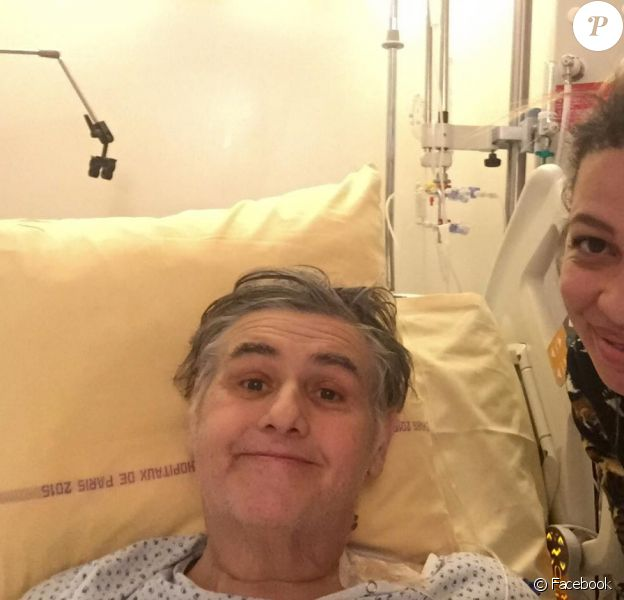 Pierre Ménès pose avec sa compagne Mélissa sur Facebook le 20 décembre 2016.