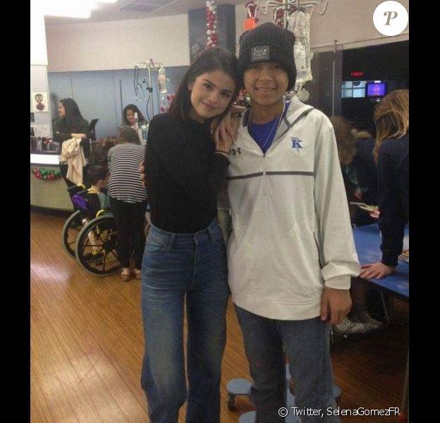 La chanteuse Selena Gomez a rendu visite à des jeunes patients dans un hôpital du Texas, le 24 décembre 2016