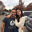 Selena Gomez pose avec un fan au Texas, le 24 décembre 2016