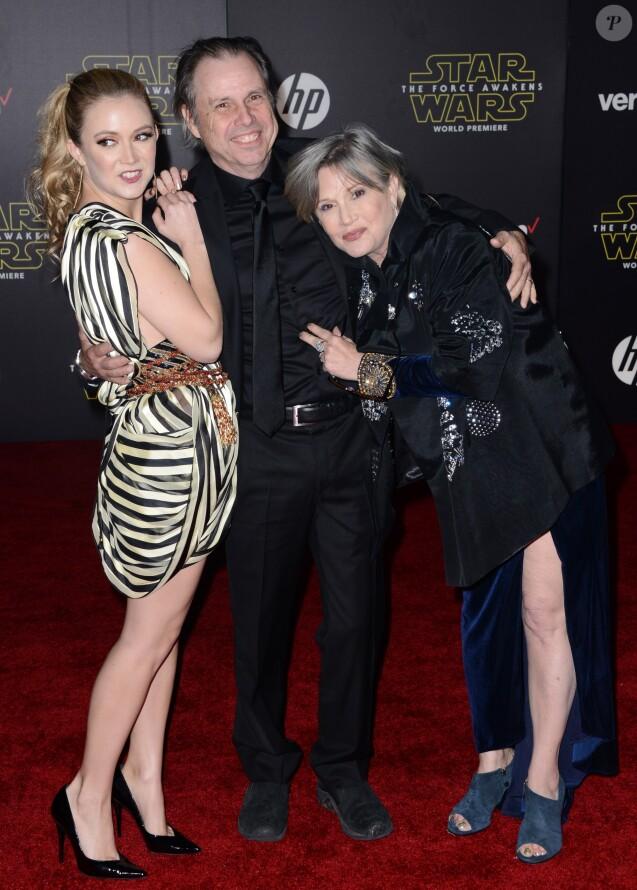 """Billie Lourd avec sa maman Carrie Fisher et son oncle Todd Fisher à l'avant-première du """"Réveil de la Force"""" à Los Angeles, le 14 décembre 2015."""