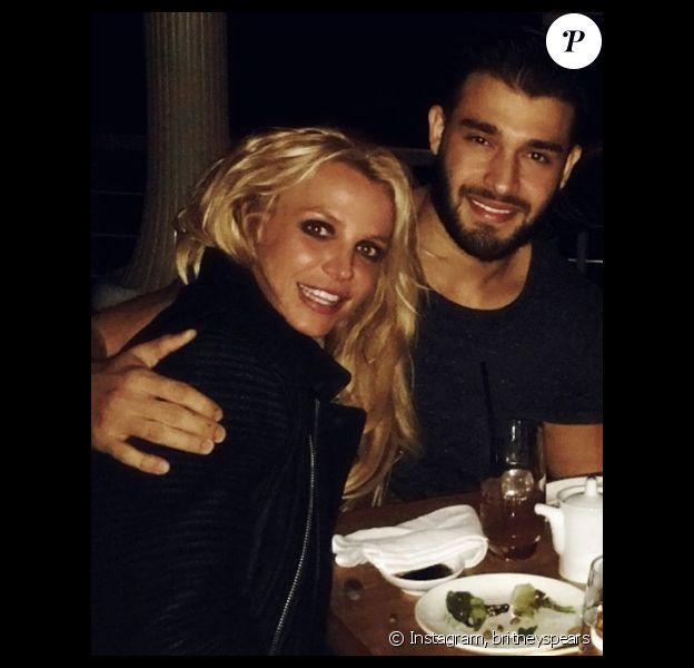 Britney Spears officialise avec son nouveau chéri Sam Asghari sur sa page Instagram, le 1er janvier 2017