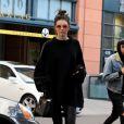 """Kendall Jenner, au volant de sa ferrari, va déjeuner chez """"Joan's On Third"""" à West Hollywood. Los Angeles, le 22 décembre 2016."""