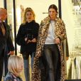 Kendall Jenner et Hailey Baldwin font du shopping à Barney's New York à Beverly Hills, le 7 décembre 2016