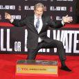 Jeff Bridges laisse ses empreintes sur le ciment lors d'une cérémonie au théâtre Chinese à Hollywood le 6 janvier 2017