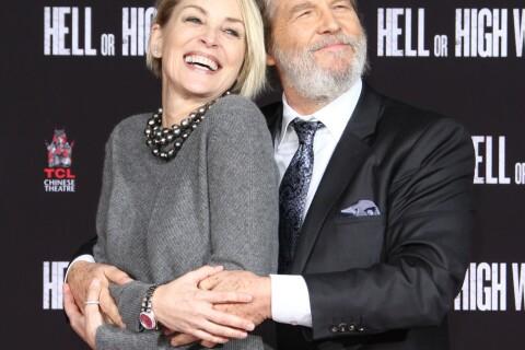 Jeff Bridges laisse ses empreintes à Hollywood et câline Sharon Stone