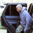 Kanye West, désormais blond, arrive à son bureau de Calabasas le 6 janvier 2017.