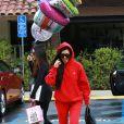 Kourtney Kardashian arrive à l'anniversaire d'une amie au restaurant Lovis à Calabasas, le 9 janvier 2017.