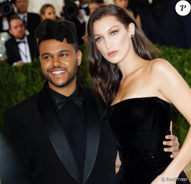 """Bella Hadid et The Weeknd - Soirée Costume Institute Benefit Gala 2016 (Met Ball) sur le thème de """"Manus x Machina"""" au Metropolitan Museum of Art à New York, le 2 mai 2016."""