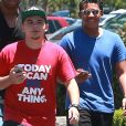 Prince Jackson, le fils aîné de Michael Jackson, et sa petite-amie sont allés déjeuner dehors avec des membres de sa famille à Calabasas, le 20 juin 2015.