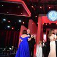 Le 45e président des Etats-Unis Donald Trump et son épouse Melania, accompagnés de membres de leur famille, du vice-président Mike Pence et de son épouse Karen Pence lors du bal de l'investiture à Washington le 20 janvier 2017