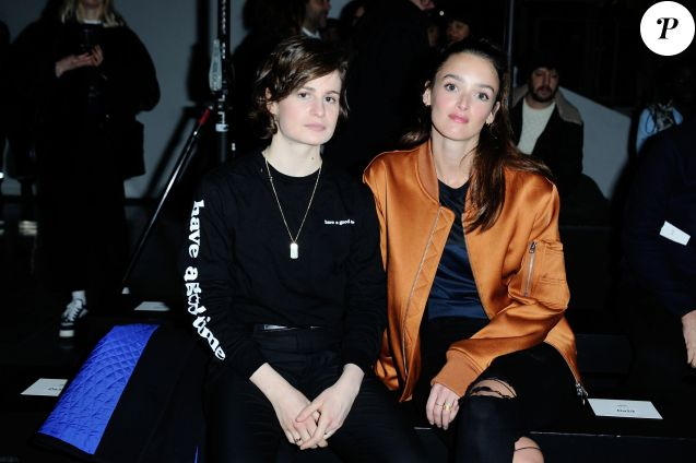 fashion week christine and the queens charlotte le bon ami fid les purepeople. Black Bedroom Furniture Sets. Home Design Ideas