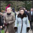 Zara Phillips et sa mère Princesse Anne à la sortie de la messe de Noël de la famille royale UK