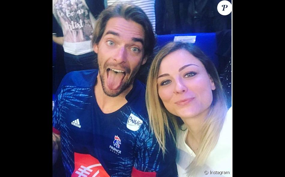 Camille Lacourt et Laure Bouleau à  l'AccorHotels Arena, à Paris, pour la demi-finale du Mondial de hanball France-Slovénie, le 26 janvier 2017.