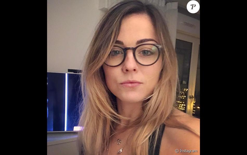 laure boulleau d voile sa nouvelle t te avec des lunettes photo post e sur instagram en. Black Bedroom Furniture Sets. Home Design Ideas