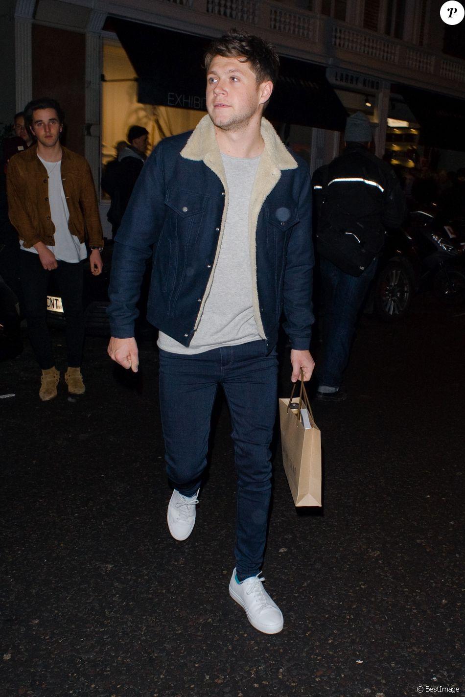 """Niall Horan à la sortie du """"Arts Club"""" à Londres, le 25 Janvier 2017."""