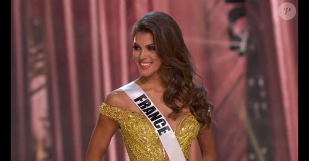 Iris Mittenaere en robe de soirée pour Miss Univers 2016, le 26 janvier 2017 à Manille (Philippines).