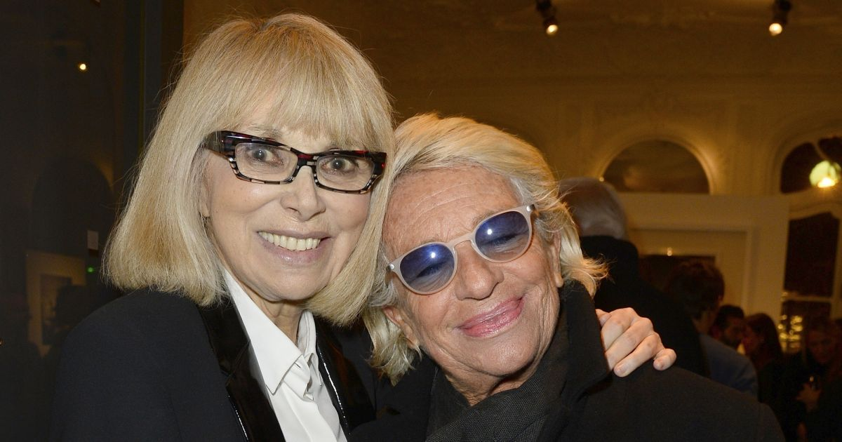 mireille darc et v ronique de vill le vernissage de l. Black Bedroom Furniture Sets. Home Design Ideas