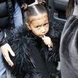 North West sort avec sa mère K Kardashian et son frère de leur hôtel à New York, le 1er février 2017.