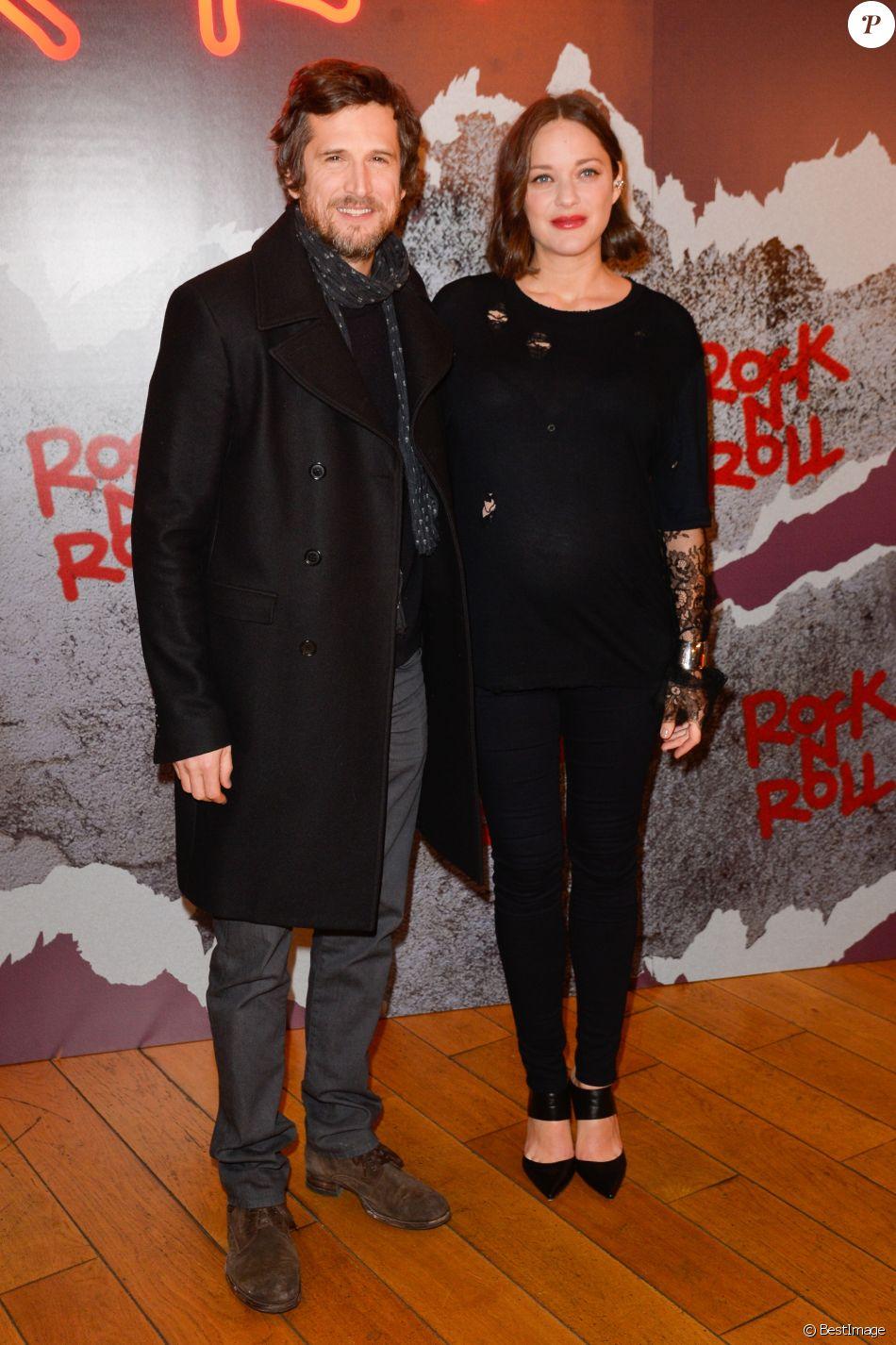 """Guillaume Canet et sa compagne Marion Cotillard enceinte - Avant-première du film """"Rock'n Roll"""" au Pathé Beaugrenelle à Paris le 13 février 2017. © Coadic Guirec / Bestimage"""