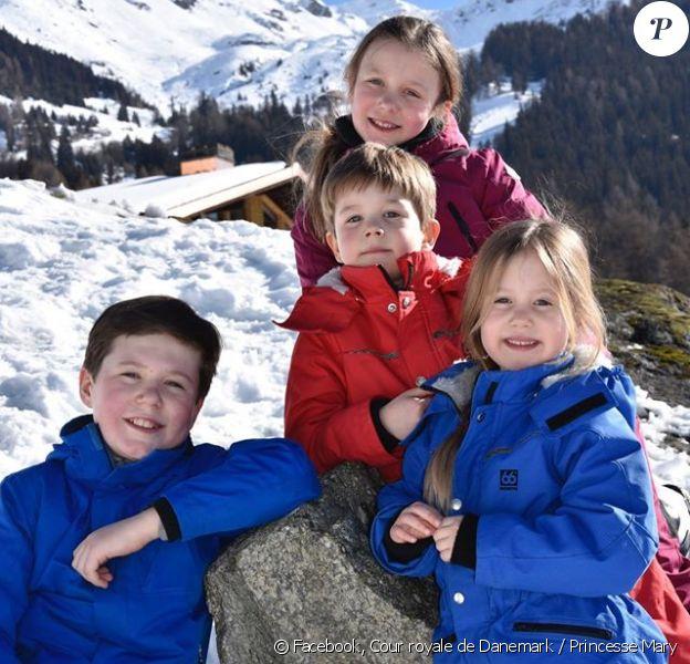 Le prince Christian, la princesse Isabella, le prince Vincent et la princesse Josephine posent ensemble. Le prince Frederik et la princesse Mary de Danemark profitent avec leurs enfants des vacances d'hiver dans la station de Verbier, en Suisse. La princesse héritière a partagé quelques images de leur séjour sur les réseaux sociaux de la monarchie.