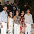 Felipe et Letizia d'Espagne, l'infante Elena, l'infante Cristina et Iñaki Urdangarin à la veille du mariage de Nikolaos de Grèce et Tatiana Blatnik en août 2010 sur l'île de Spetses.