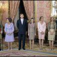 Le roi Juan Carlos Ier d'Espagne, la reine Sofia, Felipe, Letizia, Elena, Cristina et Iñaki Urdangarin lors de la Fête nationale espagnole le 12 octobre 2011.