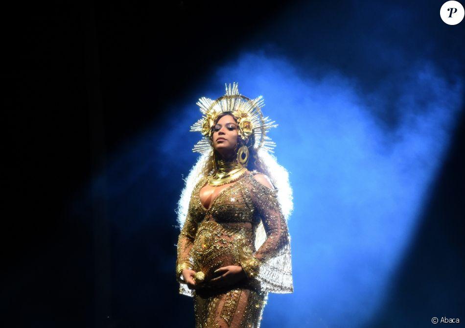 Beyoncé sur la scène de la 59e édition de Grammy Awards au Staples Center de Los Angeles, le 12 février 2017