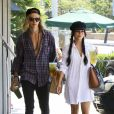 Vanessa Hudgens et son petit ami Austin Butler se promènent dans les rues de Studio City, le 7 septembre 2015