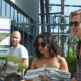 Exclusif - L'actrice Vanessa Hudgens et son compagnon Austin Butler sortent déjeuner à West Hollywood le 09 juillet 2015.