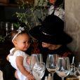 John Legend et sa femme Chrissy Teigen sont allés déjeuner en famille avec leur fille Luna au restaurant Il Pastaio à Beverly Hills, le 2 mars 2017