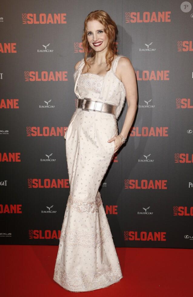 Jessica Chastain dans une robe Chanel lors de l'avant-première du film ''Miss Sloane'' au Cinéma UGC Normandie à Paris, le 2 mars 2017.© Olivier Borde/Bestimage