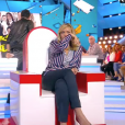 """Enora Malagré très émue dans """"Touche pas à mon poste"""" sur C8. Le 3 mars 2017."""