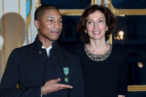 "Pharrell Williams : ""Ami de la France"" décoré à Paris... En baskets !"