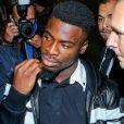 Le défenseur du Paris Saint-Germain (PSG) Serge Aurier arrive dans la 30ème chambre du tribunal correctionnel, au palais de justice de Paris, France, le 26 septembre 2016.