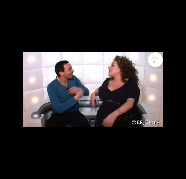 Marianne James et Kamel Ouali s'embrassent dans la boîte en question du Grand Journal de Canal+, le 7/01/09
