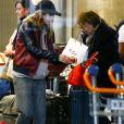 Exclusif - Nathalie Baye et sa fille Laura Smet arrivent de l'aéroport LAX à Los Angeles à l'aéroport de Paris-Charles-de-Gaulle, où elles ont passé quelques jours avec J. Hallyday, à Roissy-en-France, France, le 6 mars 2017.