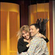 Quand Steevy Boulay embrasse Indra en porte-jarretelles... sur la bouche !