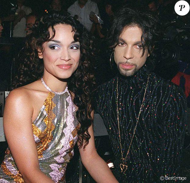 Mayte Garcia et Prince au défilé Versace, collections haute-couture automne-hiver 1999/2000.