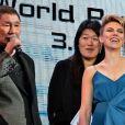 Takeshi Kitano et Scarlett Johansson lors de la conférence de presse du film Ghost in the Shell à Tokyo le 16 mars 2017.