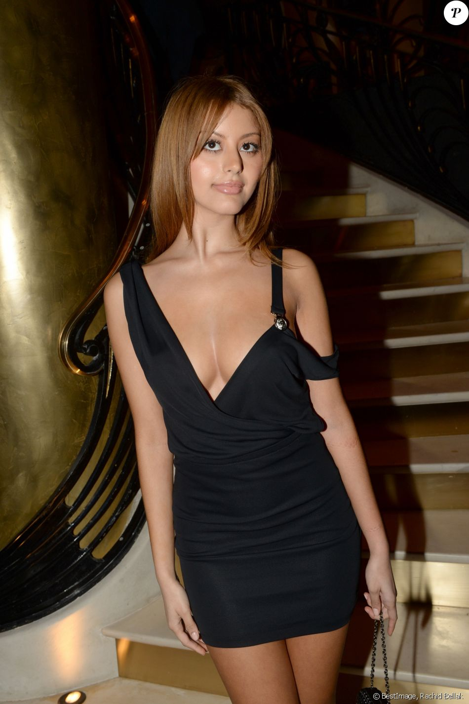 exclusif zahia dehar inauguration du restaurant. Black Bedroom Furniture Sets. Home Design Ideas