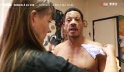"""JoeyStarr dévoile son tatouage hommage à ses enfants dans """"50 mn inside"""" sur TF1. Le 25 mars 2017."""