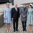 Le roi Philippe de Belgique et la reine Mathilde de Belgique, sont accompagnés par le prince héritier Frederik de Danemark et la princesse Mary de Danemark, pour une promenade en bateau dans la rade de Copenhague, le 28 mars 2017, au début de la visite d'Etat du couple royal belge au Danemark.