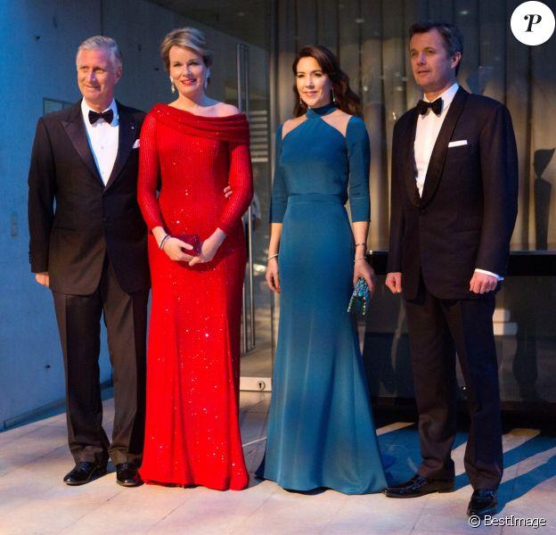 Le roi Philippe de Belgique et la reine Mathilde de Belgique, le prince Frederik et la princesse Mary de Danemark lors d'un concert au Diamant noir à Copenhague au Danemark le 30 mars 2017 dans le cadre de la visite officielle du couple royal belge.