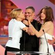 """Léa Seydoux, Abdellatif Kechiche (Palme d'Or pour """"La vie d'Adèle"""") et Adèle Exarchopoulos - Cérémonie de clôture du 66e festival du film de Cannes. Le 26 mai 2013"""