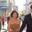 Olivia Munn et Aaron Rodgers main dans la main à New York, le 24 juin 2014.