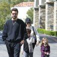 Kourtney Kardashian et Scott Disick emmènent leurs enfants Mason et Penelope au cinéma à Calabasas. Le 8 avril 2017.