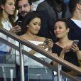 Karima Charni et sa soeur Hedia Charni - People dans les tribunes du match de football PSG-Guingamp (4-0) au Parc des Princes à Paris, le 9 avril 2017.