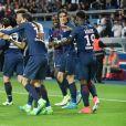Edinson Cavani célèbre un but avec ses coéquipiers - Match de football PSG-Guingamp (4-0) au Parc des Princes à Paris, le 9 avril 2017.