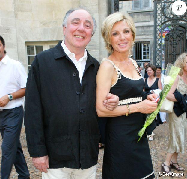 Evelyne Dhéliat et son mari Philippe à Avignon. Juillet 2006.